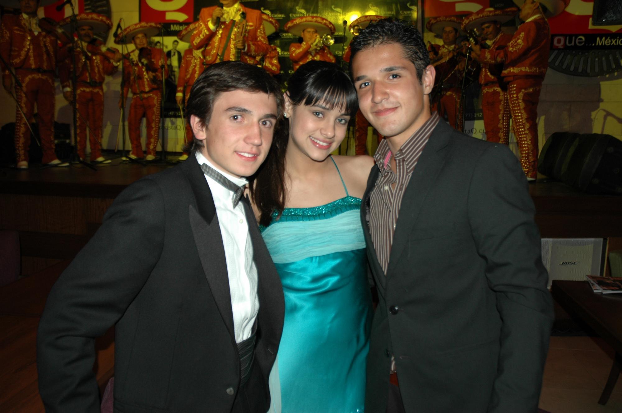 GUAPOS Y POPULARES Ludoviquito Peluche Miguel Pérez,la actriz de Un gancho al corazón Renata Notni y Gerardo Aguirre