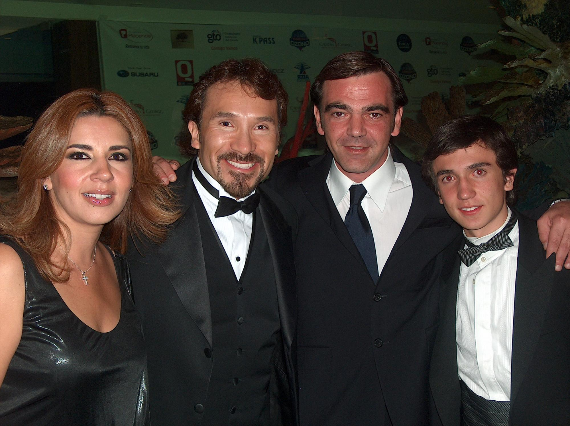 Gloria Marta Cano,Jr. Peluche Luis Manuel Avila, Giuseppe Sorrentino y Miguel Pérez alias Ludoviquito Peluche