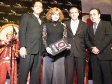 DE SPORT CITY Jorge Regalado y Gerardo Durán   con Rocio Banquells y Armando Martin Dueñas Pte.de Ciceg al entregarle el premio a la talentosa cantante