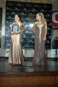 GUILLERMO DEL TORO personaje relevante  de la actualidad recibio el premio a travez de su hermana Susana del Toro y sobrina Ale del Toro