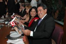 QUERIDOS AMIGOS Oscar Flores y Pati Amador de Flores con la Q
