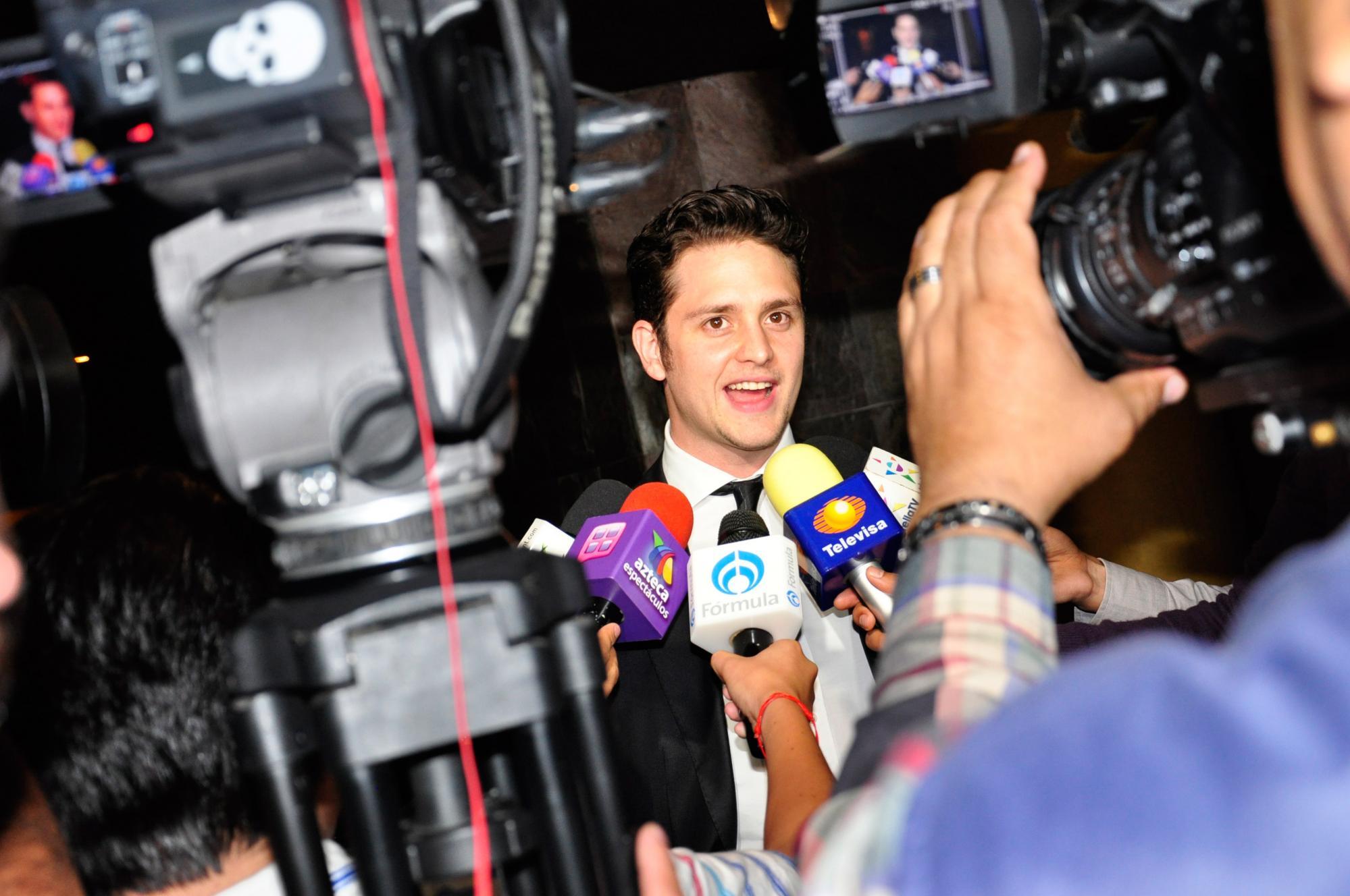 Christopher Uckermann consentiodo de la prensa