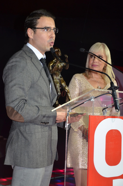 Marco Ferrara con su fundación siempre ayudando
