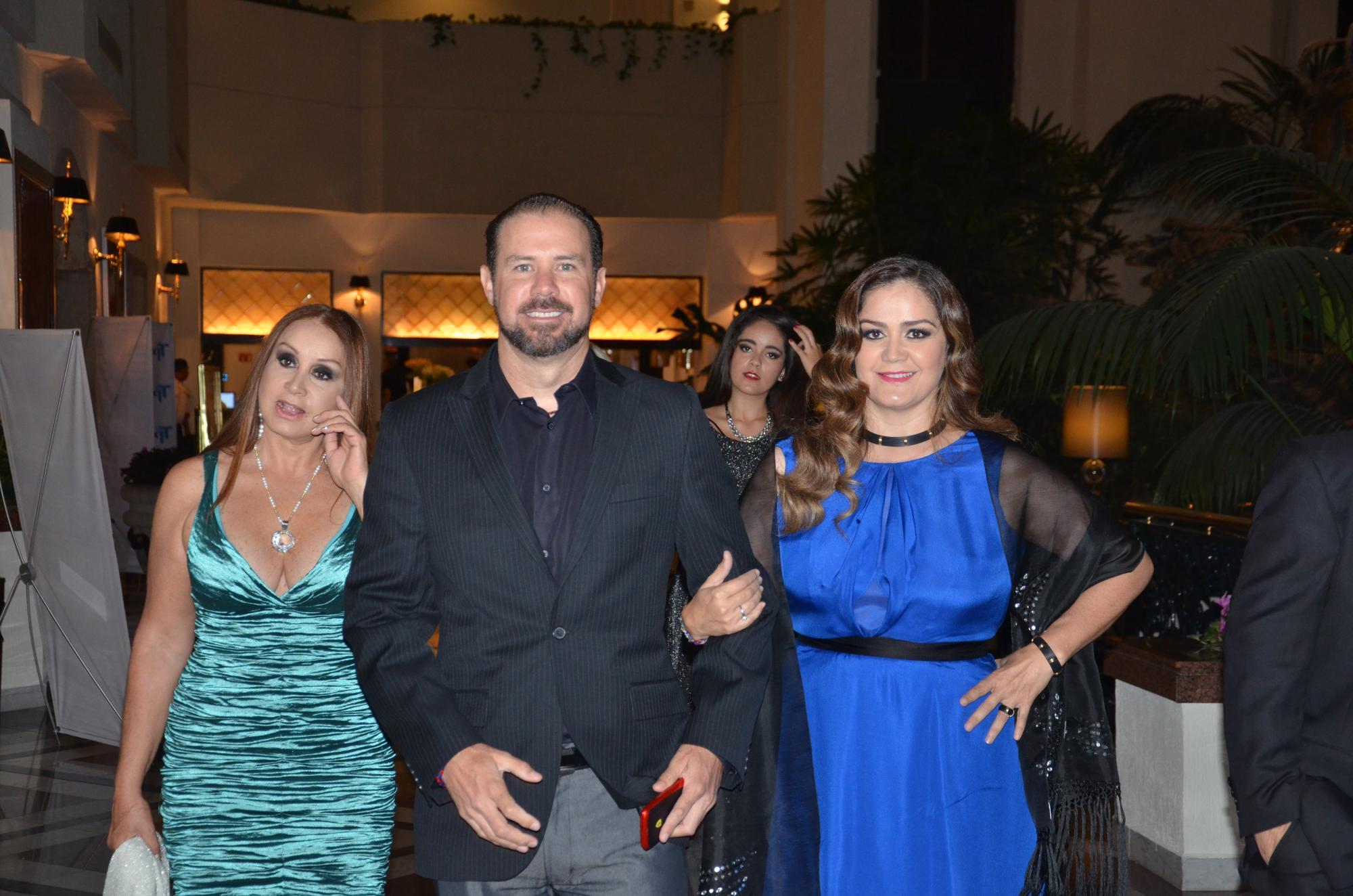 Susana Escalante, Gerardo Venegas y Mónica Venegas .