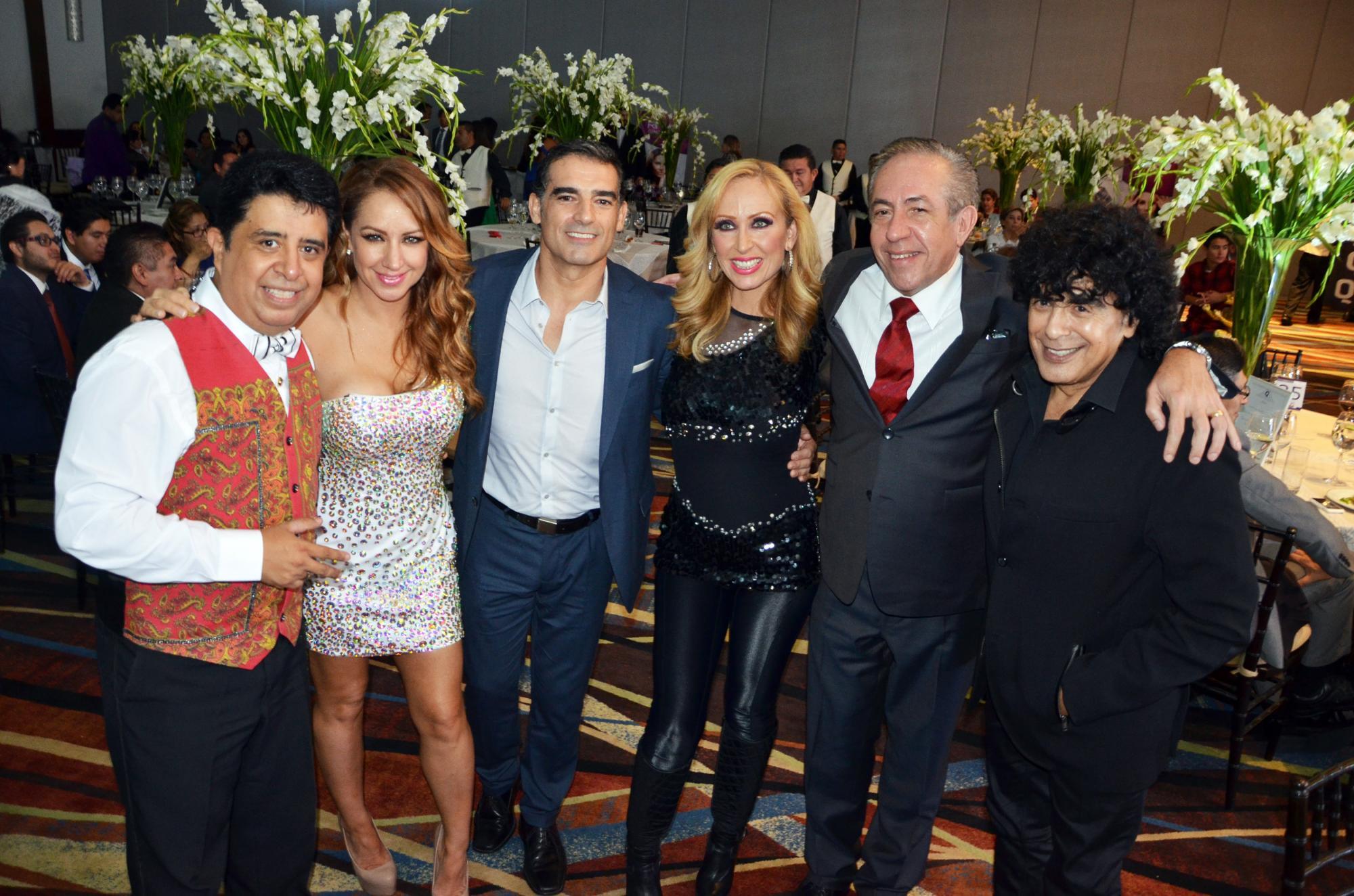 VIP Carlos Eduardo Rico, Maya Karunna, Chao, María Karunna, Ricardo Hill y Laureano Brizuela - copia