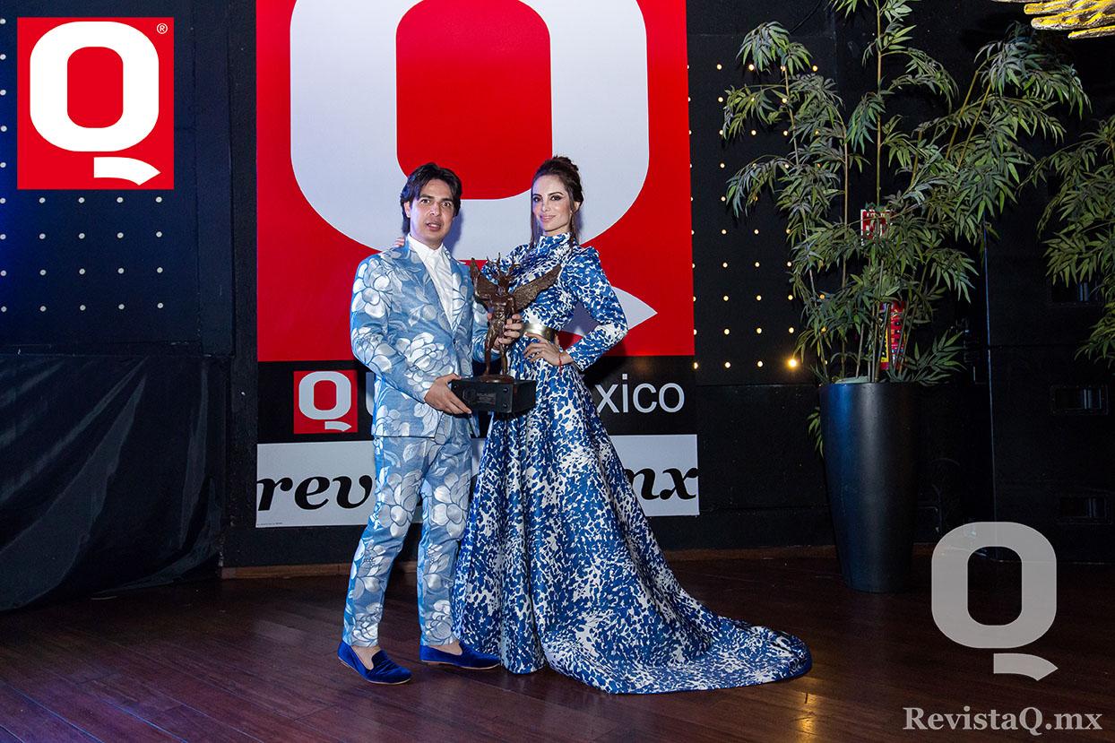 El diseñador mexicano Eduardo Villegas y la modelo Liliana Lejarza en los premios de Magazine Q