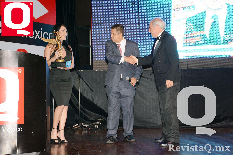 El escritor José Escalante de la Hidalga recibió su premio Q