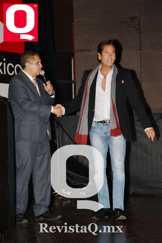 Jerry Aguirre y Roberto Palazuelos en los Premios de la Revista Q