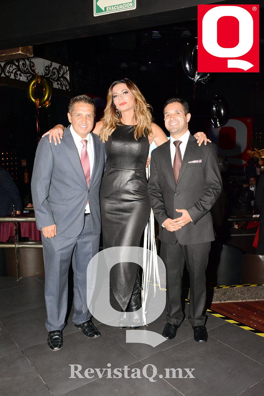 Jerry  Aguirre, Cecilia Galliano y A. Jerry Aguirre en los Premios Q