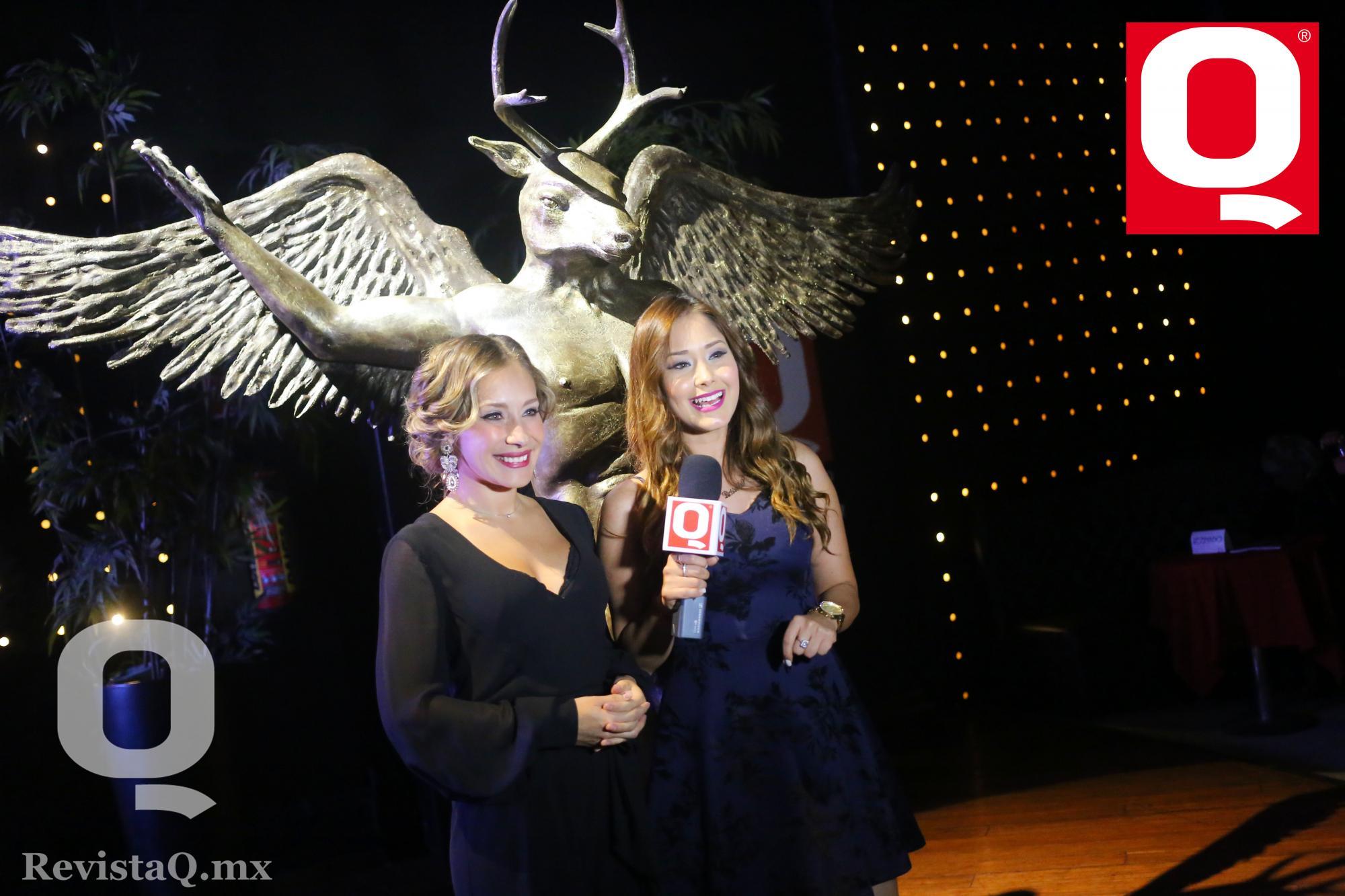 A Gabriela Carrillo entrevistada en los Premios de la Revista Q para QTv