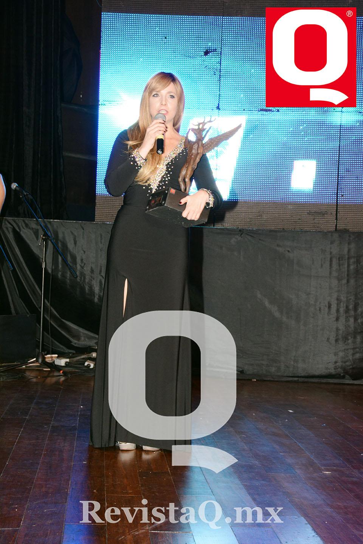 Celeste Atayde recibió el premio por toda su familia