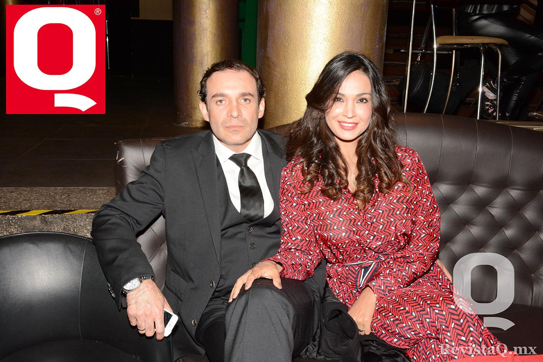 Dr. Carlos Pérez Garcidueñas  y Sandra Zamora en los Premios Q