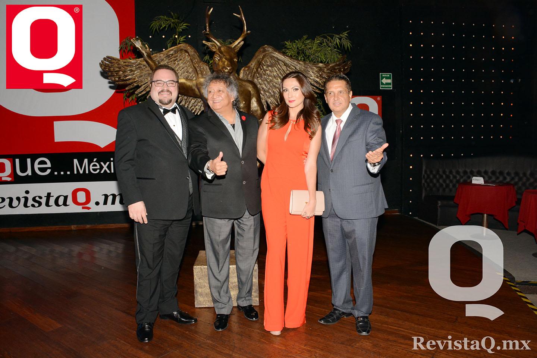 Eduardo Manzano, Jorge Falcón, Nora Salinas y Jerry  Aguirre en los Premios de la Revista Q