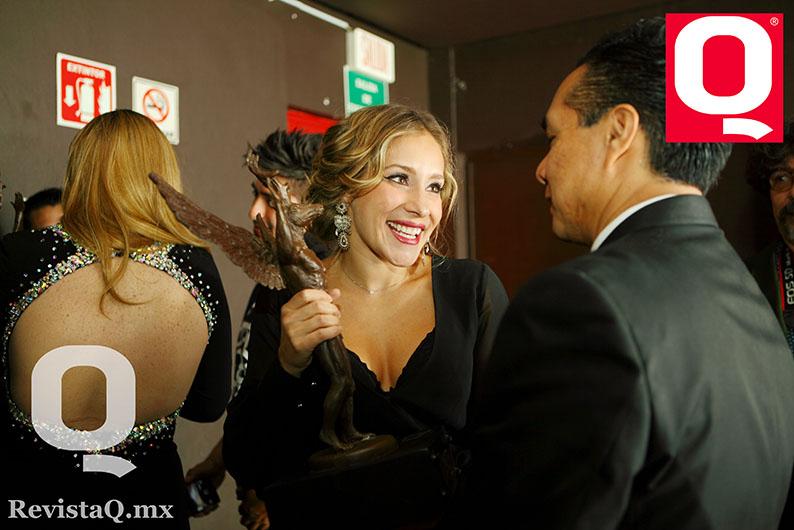 Gaby Carrillo derochó felicidad en los premios de Revista Q