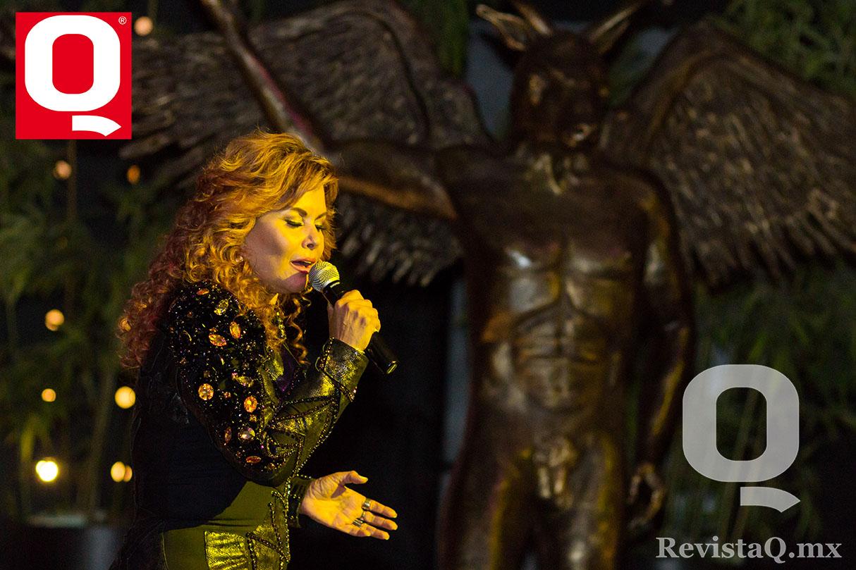 La cantante Diana Vanoni amenizó con su voz en los Premios Q