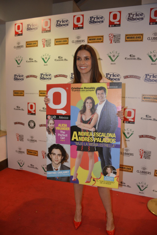 Andrea Escalona con la portada de Revista Q en su edición de abril