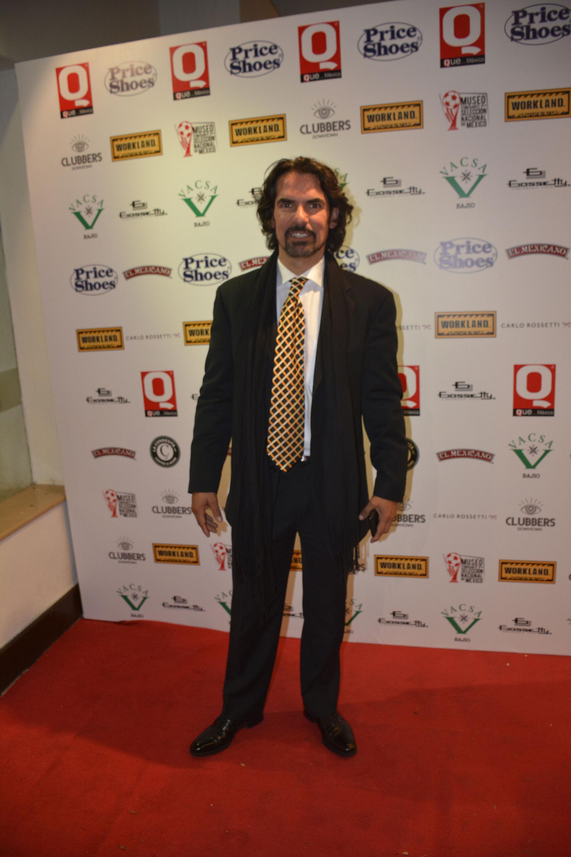 Armando Araiza presente en la gala de los premios Q
