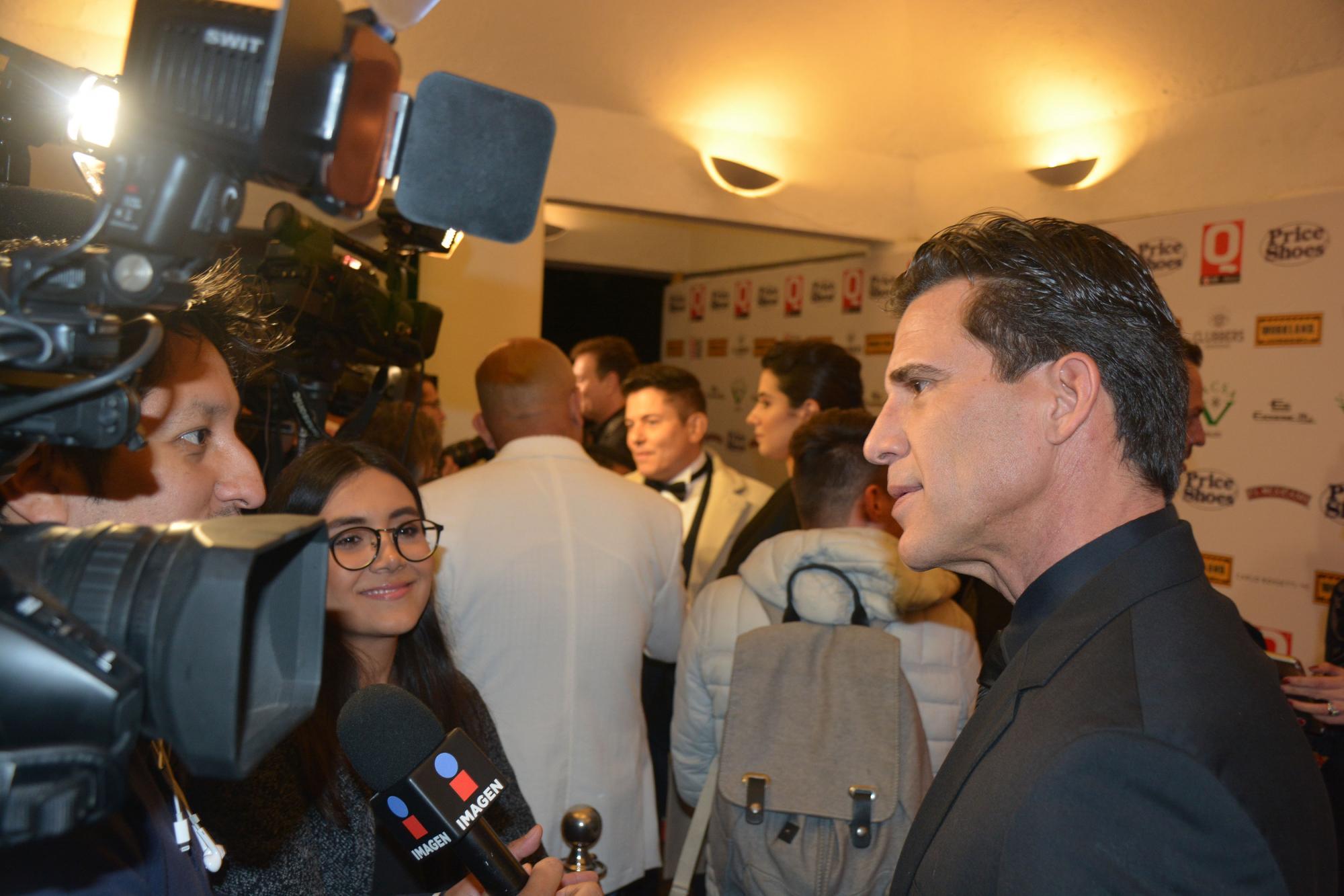 Jorge Aravena atendiendo a los medios