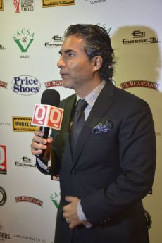 Raúl Araiza platicando para QTV