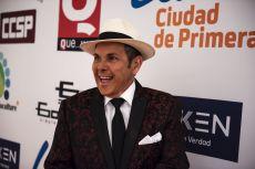 El cantante Franco llegando a la premiación de la Revista Q... QUÉ MÉXICO