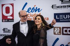 Odiseo Bichir y Yolanda Ventura en la alfombra roja de los Premios de la Revista Q... QUÉ MÉXICO.