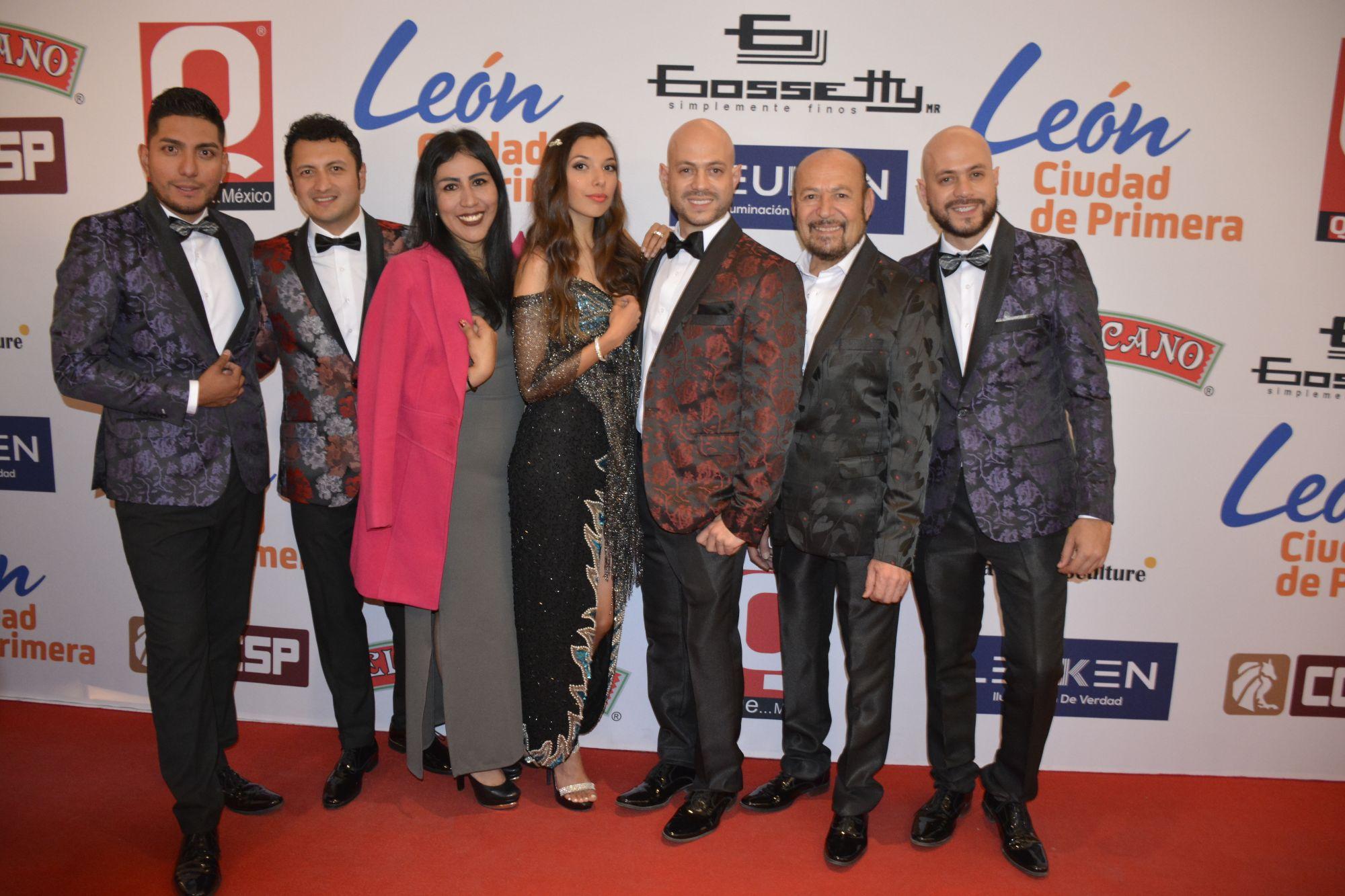 Los Terrícolas en l alfombra roja de los premios de la Revista Q
