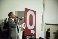 El cante México argentino, Diego Verdaguer durante la entrega de los premios de la Revista Q en el auditorio del museo Soumaya