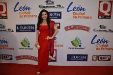 Lourdes Munguía en l alfombra roja de los premios de la Revista Q