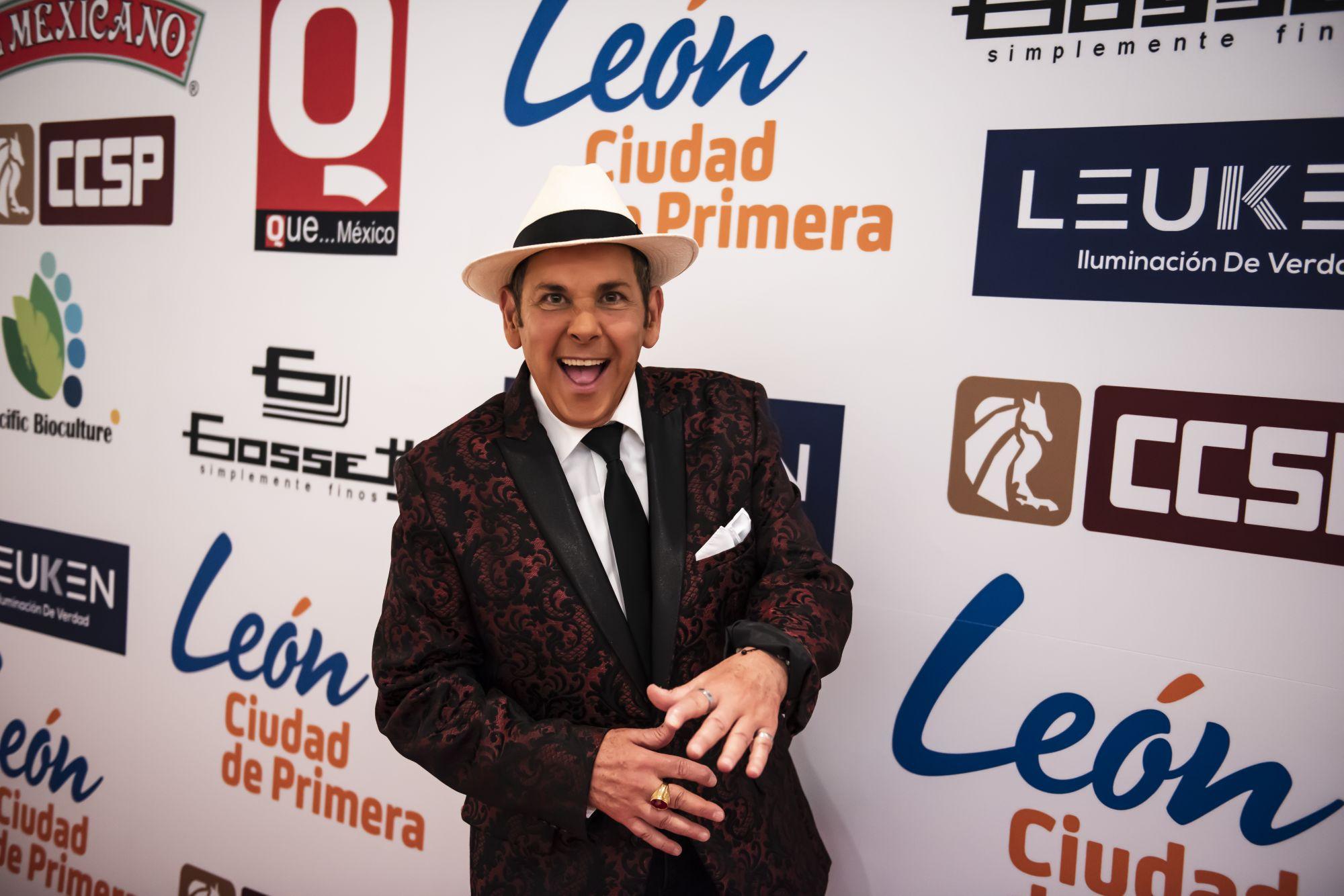 Franco llegando a la alfombra roja de los Premios de la Revista Q... QUÉ MÉXICO