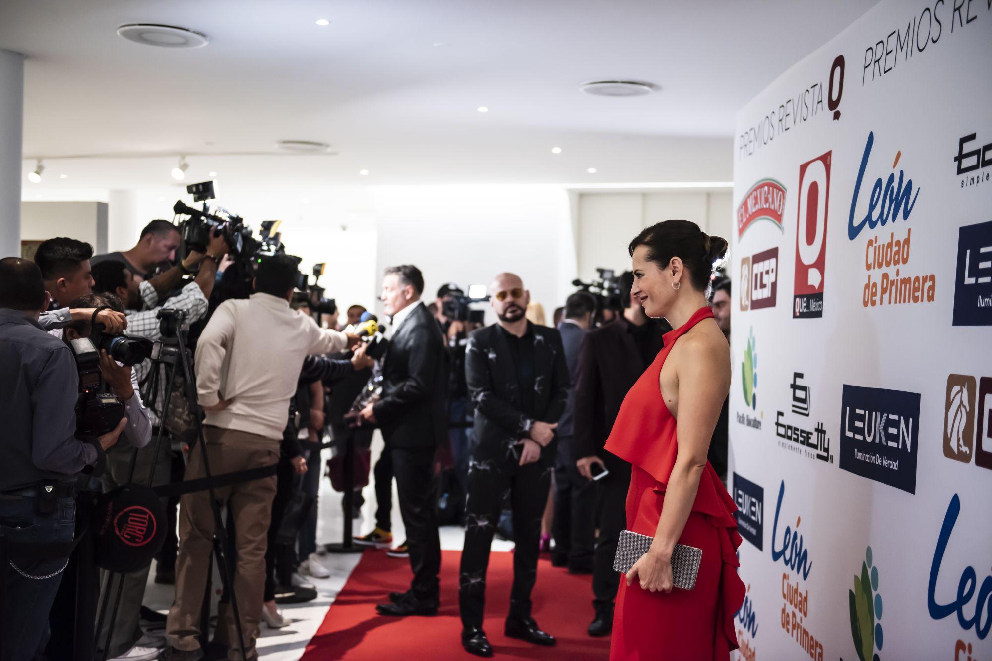 Gaby Platas a su llegada a la alfombra roja de los Premio revista Q, Que... México.