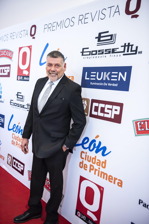 Humberto Quintanilla en la alfombra roja del Premios de la Revista Q.. QUÉ MÉXICO
