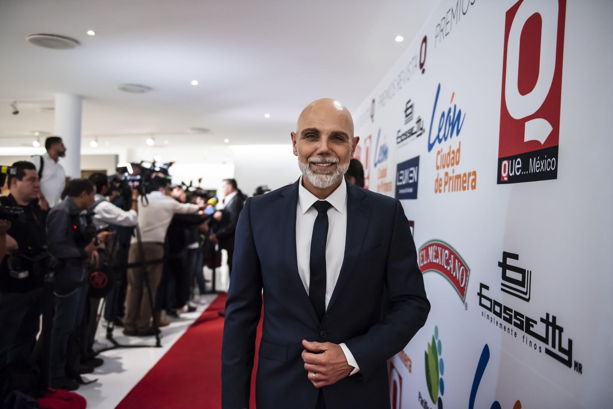 Manuel Landeta a su llegada a la alfombra roja de los Premio revista Q en el museo Soumaya en la Ciudad de Mexico.......