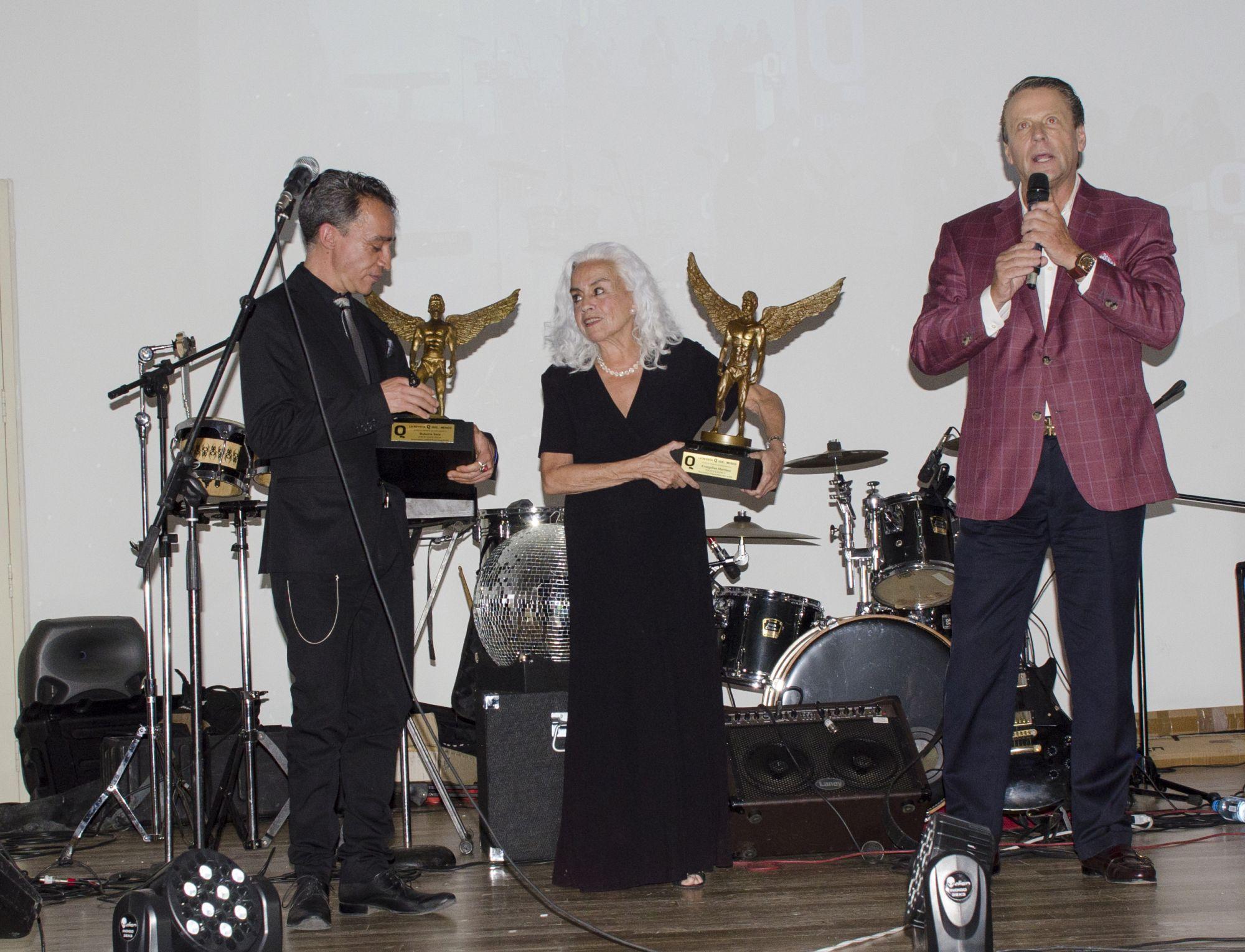 Roberto Sosa, su mamá Evangelina Martínez y Alfredo Adame